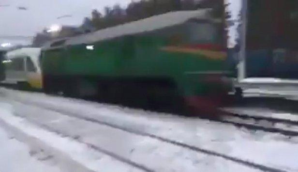 Появилось видео как тепловоз тянет экспресса Киев-Борисполь