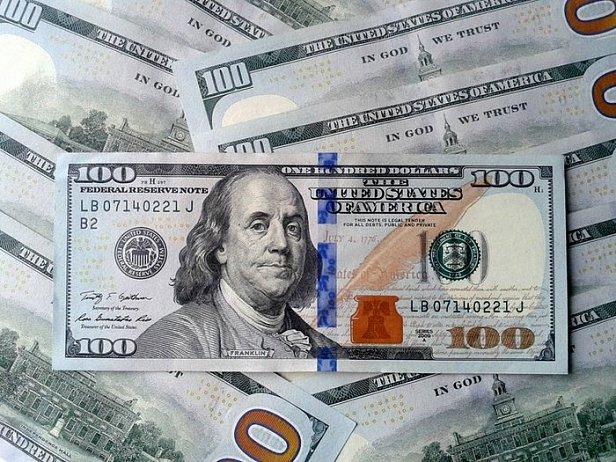 В Украине подешевели доллар и евро