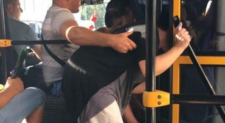 Автобус прижимание мужчина к женщине видео