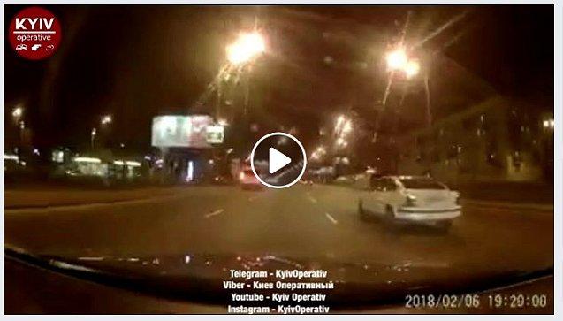 Появилось видео сумасшедшей полицейской погони ночью по встречке в Киеве