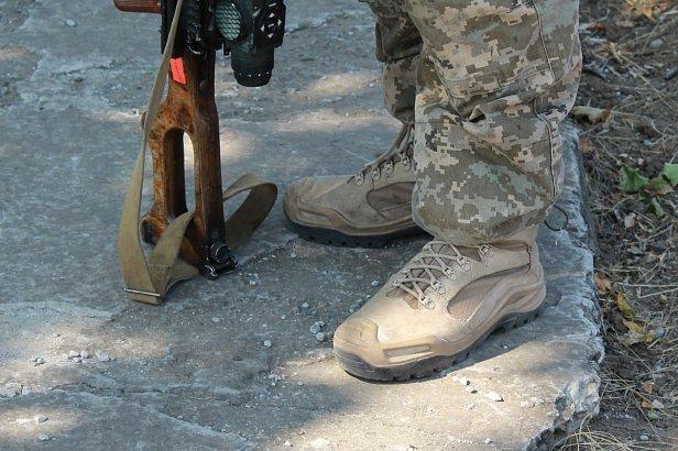 """""""Любимчики Минобороны"""": стало известно о миллионных схемах на обуви для украинских военных"""