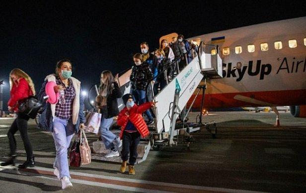 Фото — Эвакуация украинцев