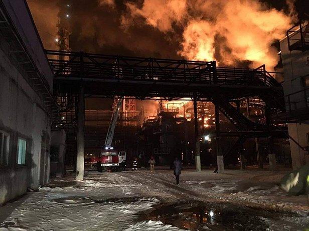 Пожар на химзаводе в Калуше: в сети публикуют видео