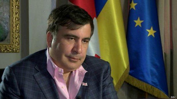 Саакашвили пообещал повысить зарплату чиновникам в 3-5 раз