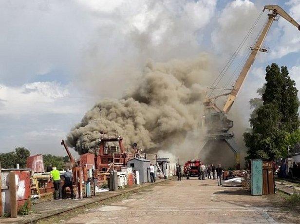 Фото - Опубликовано видео пожара на бывшем заводе Порошенко