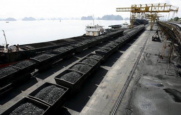 На фото каменный уголь