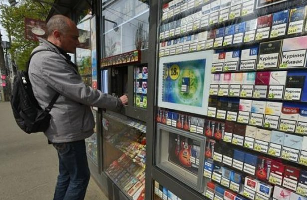 Сигареты в Украине подорожают почти на 100 гривен