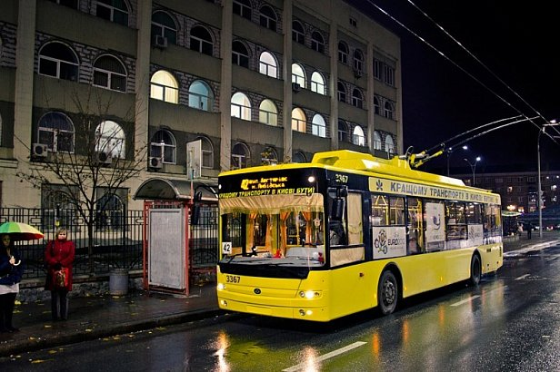 На фото - троллейбус