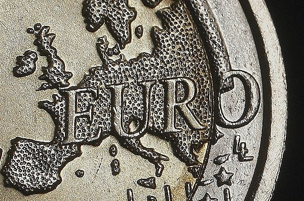 Форекс пара USD/EUR стабильна на фоне слабой статистики из США