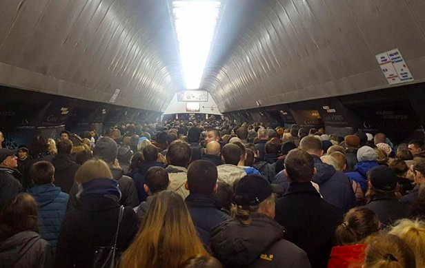 фото - работа метро в Киеве