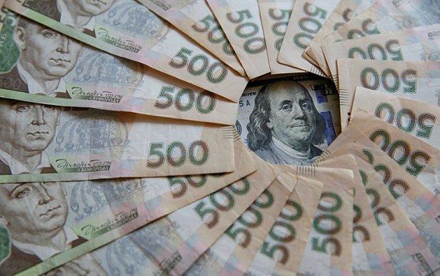 Украинцы активно сдают валюту