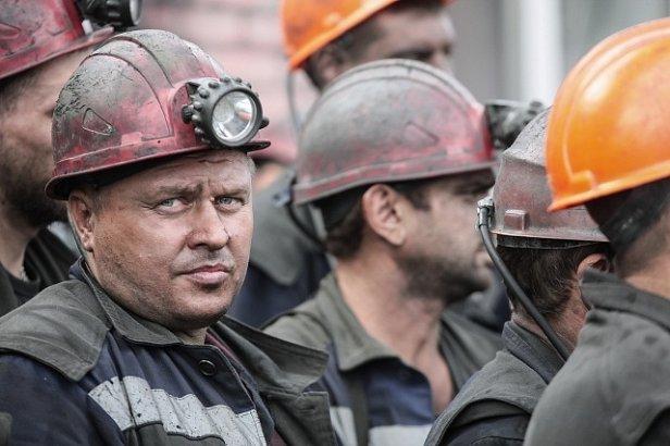 На фото шахтеры