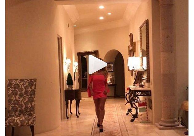 Бритни Спирс шокировала поклонников мини-платьем (видео)