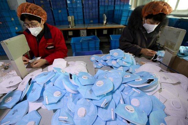 Фото — Производство медицинских масок в Китае