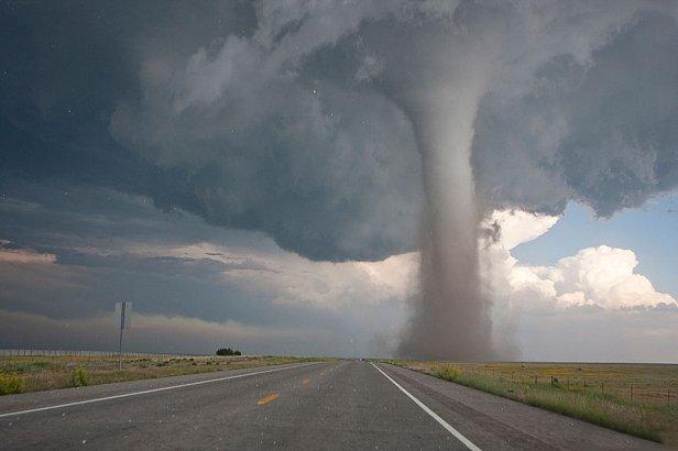 Сотрет с лица земли: климатологи предупредили о бушующих стихиях