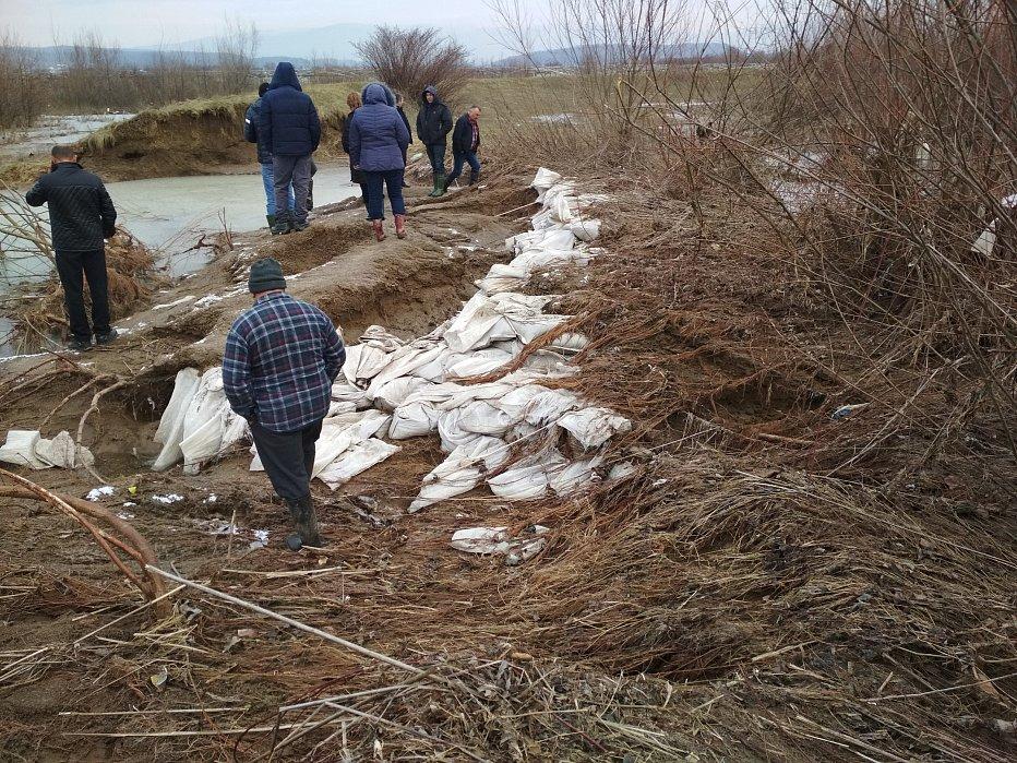 СРОЧНО: в Закарпатье прорвало дамбу, затоплены села