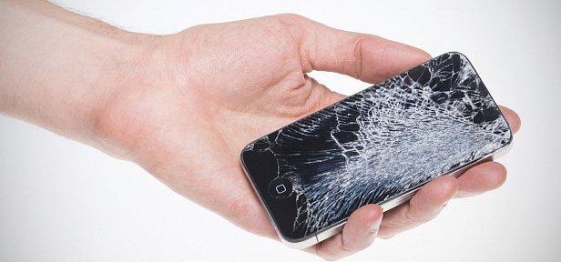 Как правильно наносить клей во время установки нового дисплея на мобильный телефон?