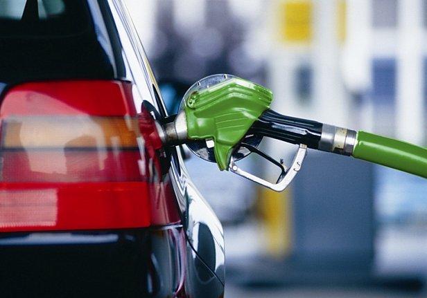 В Украине выросли цены на бензин: аналитик дал прогноз по стоимости топлива