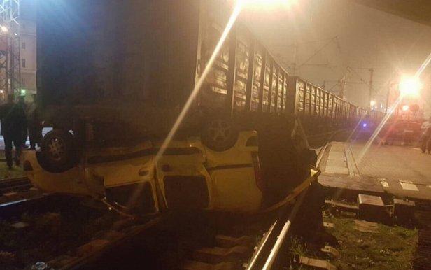 Грузовой поезд в одесском порту раздавил Renault Kangoo (фото)