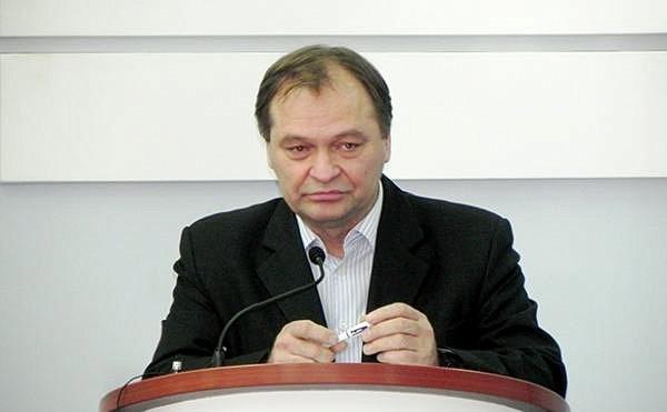Депутат Верховной Рады отобрал телефоны у журналистов