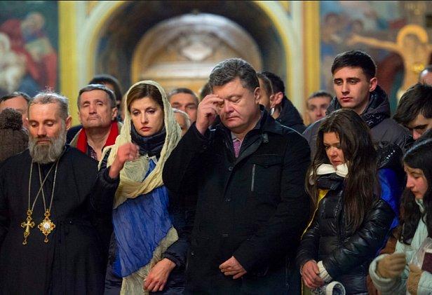 В Почаевской лавре заявили, что Порошенко был иподиаконом УПЦ МП
