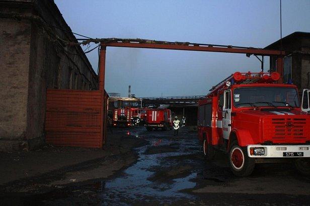 В Вознесеновском районе Запорожья утром произошел пожар на заводе по переработке шин.
