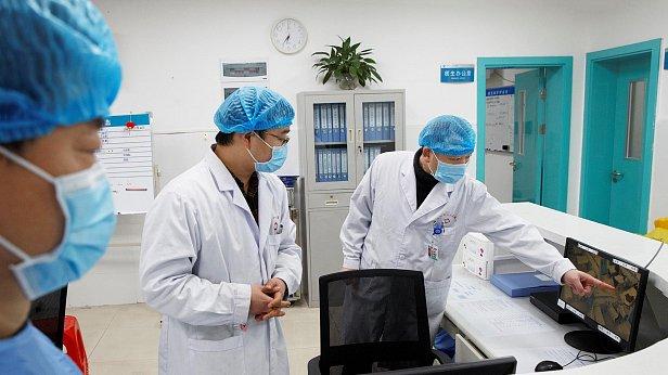 Фото — Китайские врачи