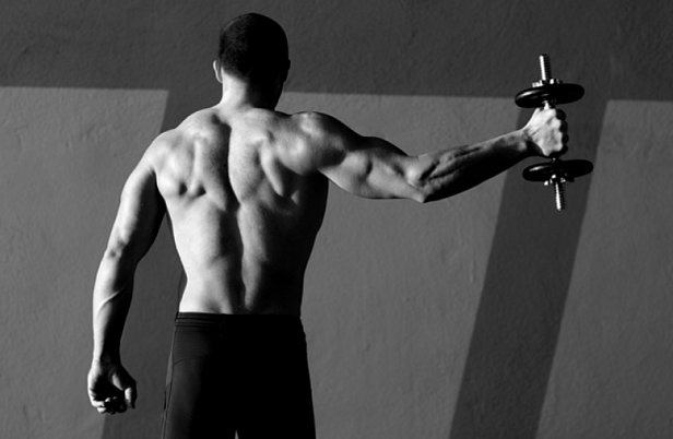 Гантели – лучший тренажер для развития мышц и укрепления суставов