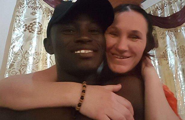 """Мать бросила 9 детей и 23-летнего мужа и уехала в Гамбию за """"истинной любовью"""""""