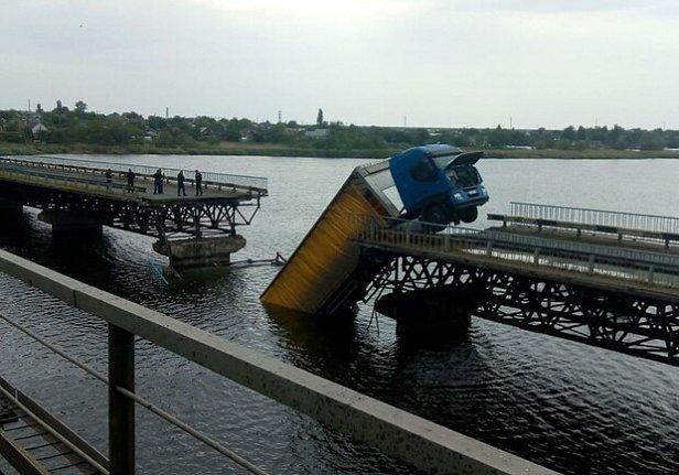 фото - обрушился Алексеевский мост