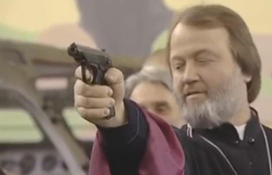 Российских священников обучают стрельбе с БМП. Видео