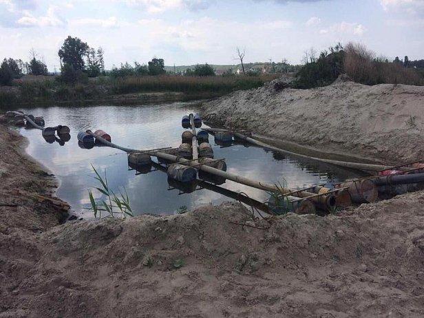 Под Киевом активисты обнаружили нелегальную точку по добыче песка
