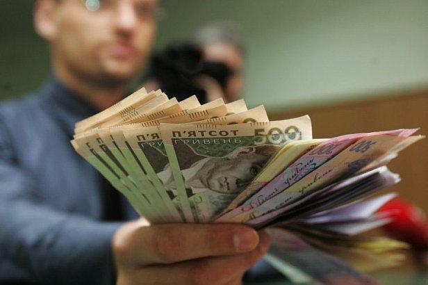 Гройсман анонсировал повышение средней зарплаты в Украине в 2018 году