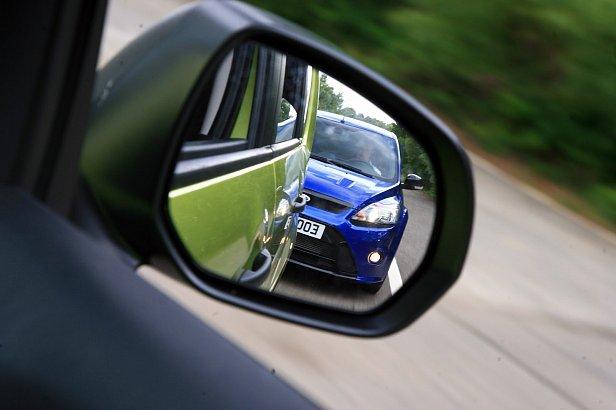 ПДД: закон ограничил причины остановки транспортного средства