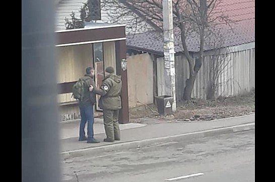 Фото — Задержание подозреваемого