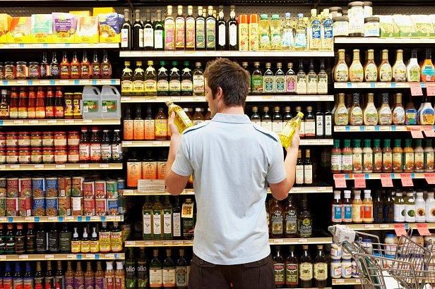 Госстат: украинцы стали больше тратить на еду
