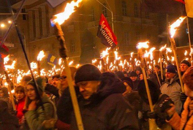 фото - факельное шествие в Киеве