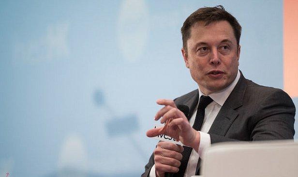 Илон Маск научит водителей пользоваться автопилотом Tesla