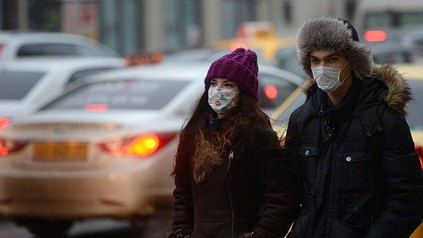 Фото — Молодые люди в масках
