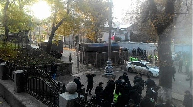 Назван срок окончания протестов в центре Киева
