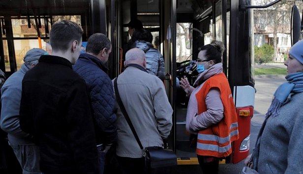 фото - очередь на автобус
