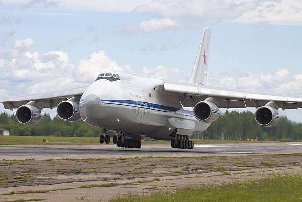 Самолёт Авиалиний Антонова сломался при взлёте