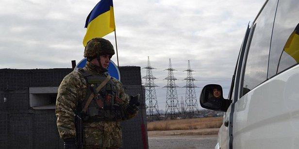 """Введен """"красный"""" режим: в Донбассе внезапно закрыли пункт пропуска"""