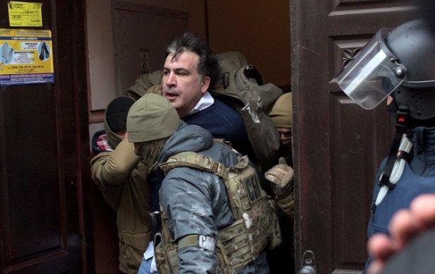 МОЛНИЯ: Саакашвили депортировали из Украины в Польшу - Госпогранслужба