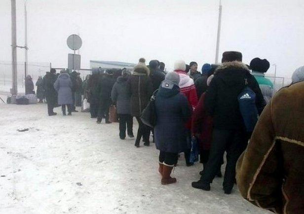 Из Луганска массово выезжают люди