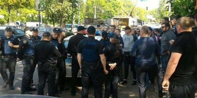 В Киеве к автонарушителю с группой поддержки приехали 10 патрулей (+5 фото)
