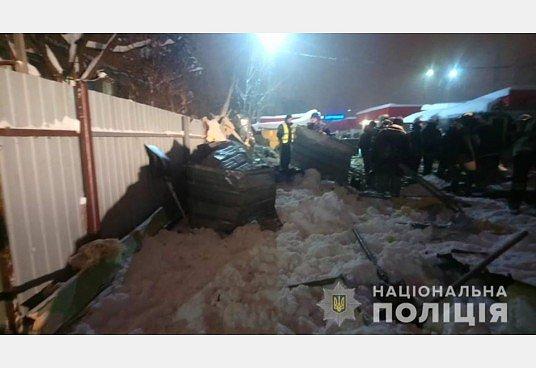 Обвалилась крыша. Фото:  ГУНП Харьковской области