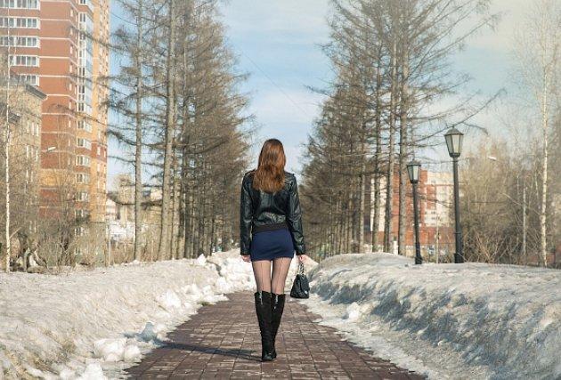 Бикини фотографии девушек в коротких юбках на улице