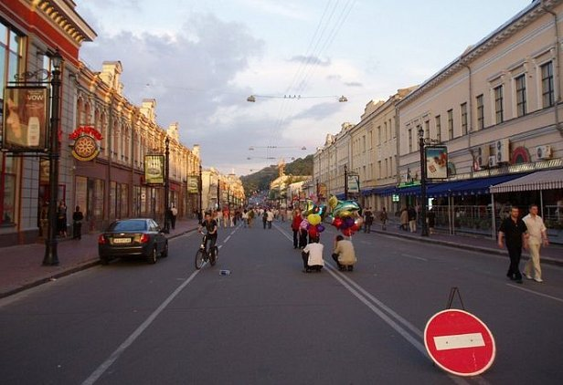 КГГА сделала улицу Сагайдачного пешеходной в выходные и праздники
