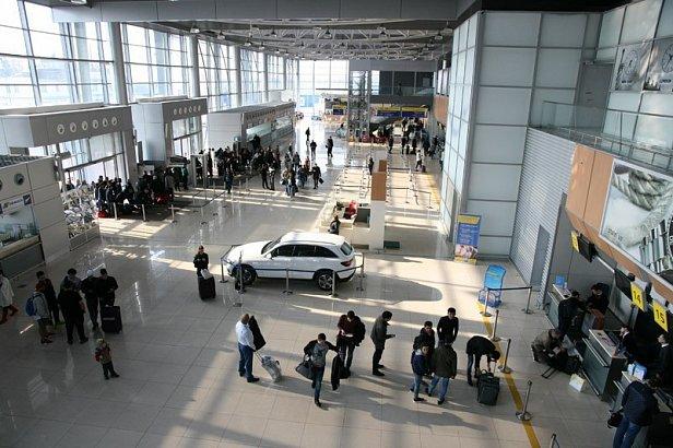 Фото — Пассажиры в аэропорту